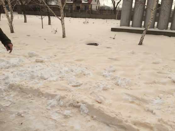 В Одессе выпал жёлтый снег! А потом пошел вообще розовый!