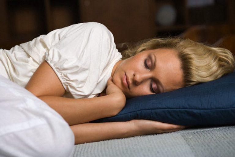 Вы знаете, что происходит, когда спите на левом боку? На каком боку рекомендуют спать врачи? Смотри видео!