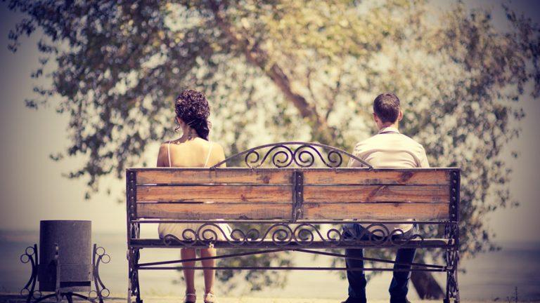 Девочка с отцом играла в парке…