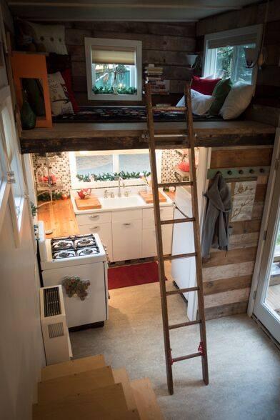 Малообеспеченная одинокая мать построила собственный дом площадью 18,5 квадратных метров.
