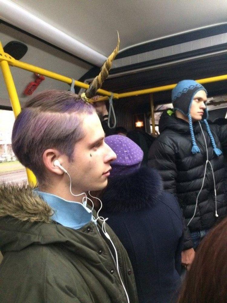 Метро – неофициальный модный подиум: здесь можно на людей посмотреть и себя показать.